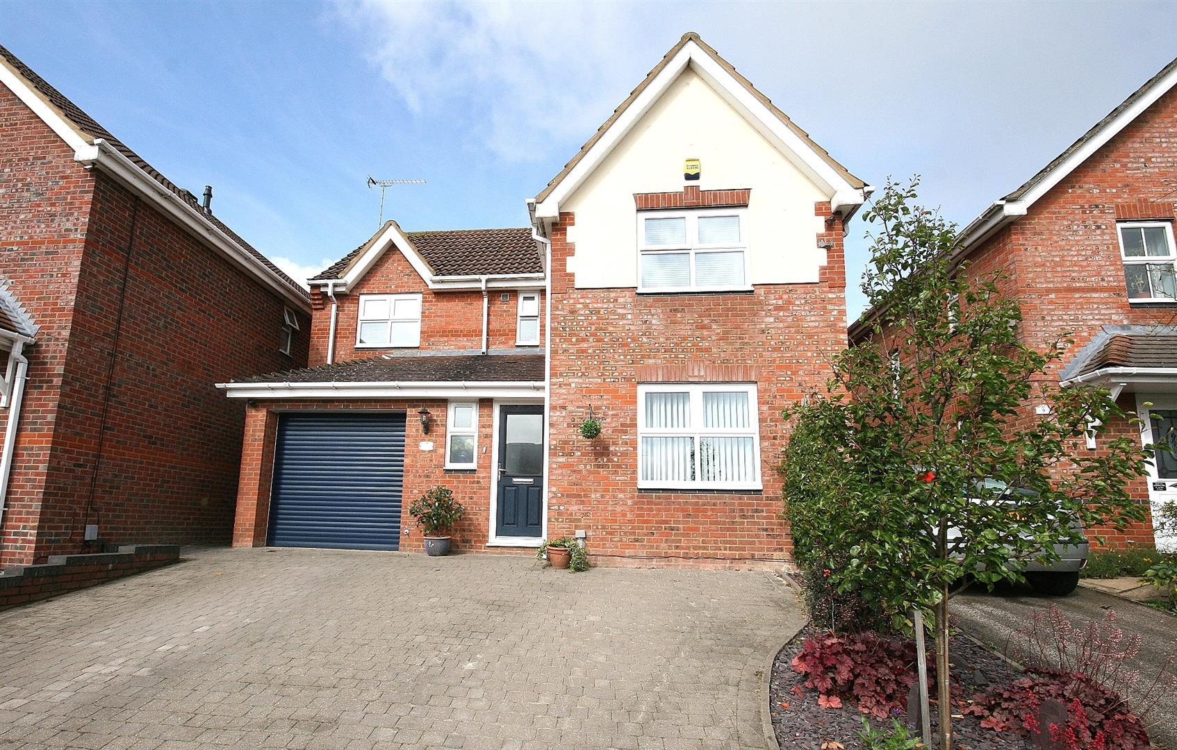 5 Bedrooms Detached House for sale in Arnald Way, Houghton Regis, Dunstable, Beds